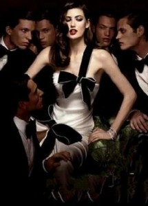 WOMAN_SURROUNDED_BY_MEN